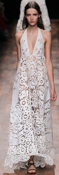 Olê, mulher rendeira! Inspire se nos vestidos de rendas das semanas de moda internacionais Spring 2015