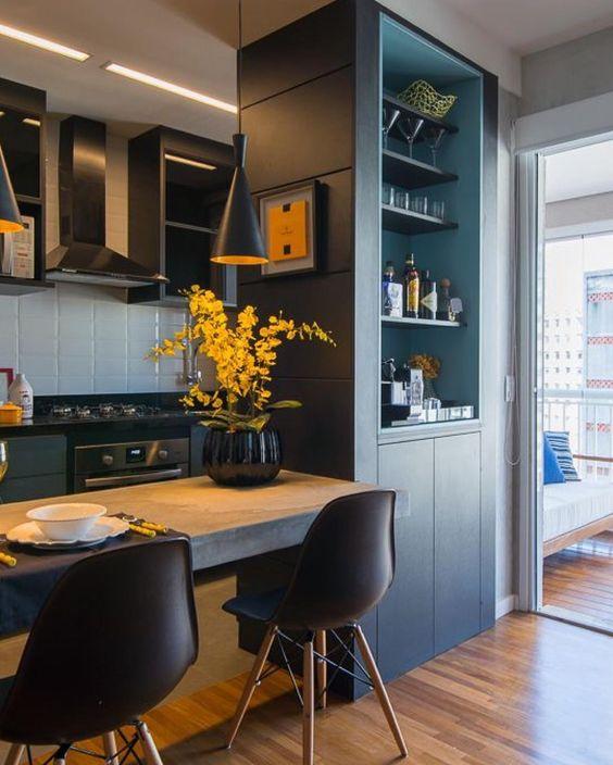 Pequenos espaços exigem um bom planejamento. A presença de um arquiteto é fundamental. Ele é o profissional habilitado para concretizar o sonho de ter uma casa linda e bem planejada.