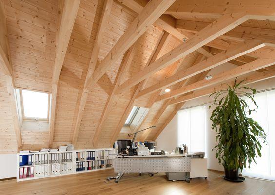 Sichtdachstuhl in großem Holzhaus, Holzhaus, Holz, KVH, Augsburg - fachwerk wohnzimmer modern