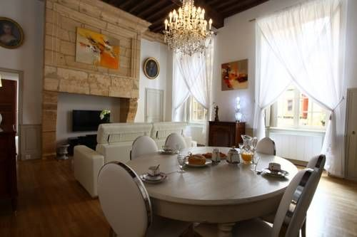 Le Royere Sarlat-la-Can�da Set 39 km from Brive-la-Gaillarde and 33 km from Rocamadour, Le Royere is an apartment set on the first floor of a mansion dating back to 1524, in the heart of Sarlat-la-Can?da. The property features views of the city is 20 km from Souillac.