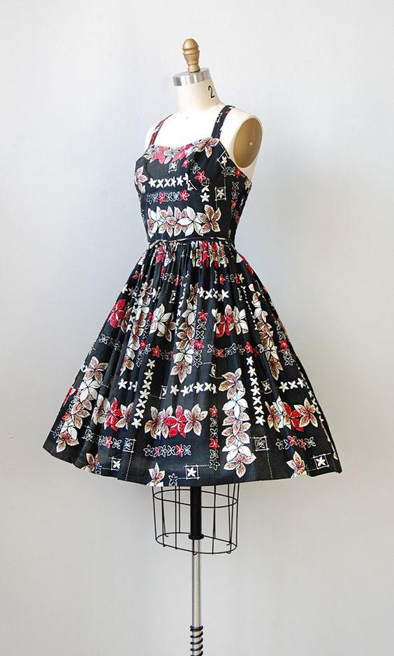 vintage 1950s dress / vintage 50s bombshell dress / tiki print dress / vintage sundress  -  I don't know if I'll ever wear it, but it's beautiful!