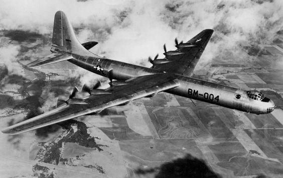 Gigante da Guerra Fria: O B-36 tinha 70 metros de envergadura e 10 motores (Domínio Público)
