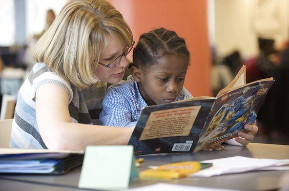 Une stratégie par semaine : une approche d'enseignement explicite en lecture! - « Ce que les enseignants participants retiennent du projet, c'est que les élèves ont souvent besoin d'un modèle expert en lecture avant de plonger eux-mêmes dans des textes complexes portant sur des sujets nouveaux. » - http://rire.ctreq.qc.ca/2014/04/strategie_semaine/