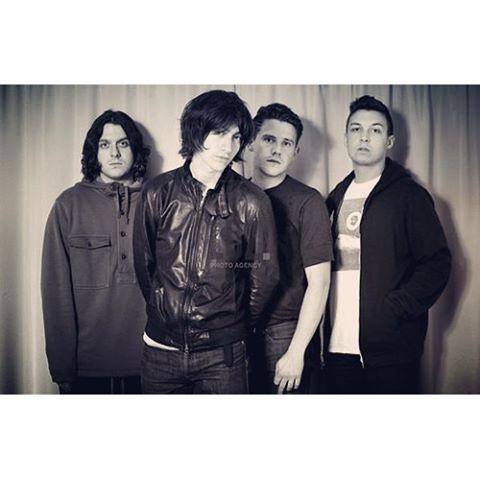 chpe1507/2016/10/17 00:27:56/Arctic Monkeys 2011 (I really like this photo of the boys, but I haven't been able to find it in a higher resolution than this anywhere, so I have added a cool filter instead which hopefully makes up for the low resolution!) #arcticmonkeys #am #alexturner #nicholasomalley #jamiecook #matthelders #2011 #bandphoto #cool #favouritephoto