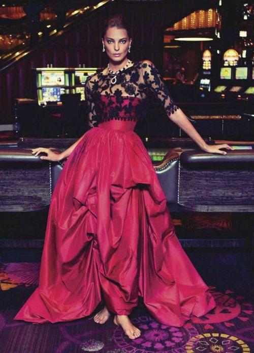 The bare feet make it even more interesting.  Oscar de la Renta spring/summer 2012 evening dress.  Daria Werbowy photographed in a Las Vegas casino .