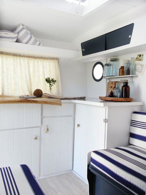 How cute is this caravan interior i want to travel the - Etagenbett interio ...