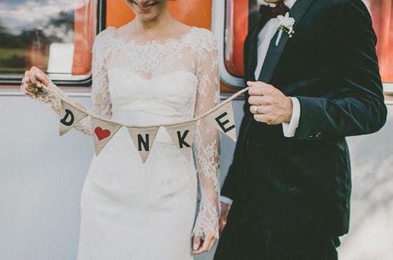 2015 Hochzeit planen DIY Traumhochzeit mit dekorierten Girlanden aus Spitze, Leinen, Papier danksagung hochzeit