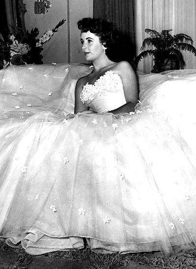 Elizabeth Taylor in Edith Head dress