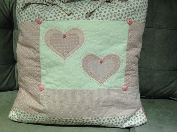 Almofada   Em patchwork com cobertor