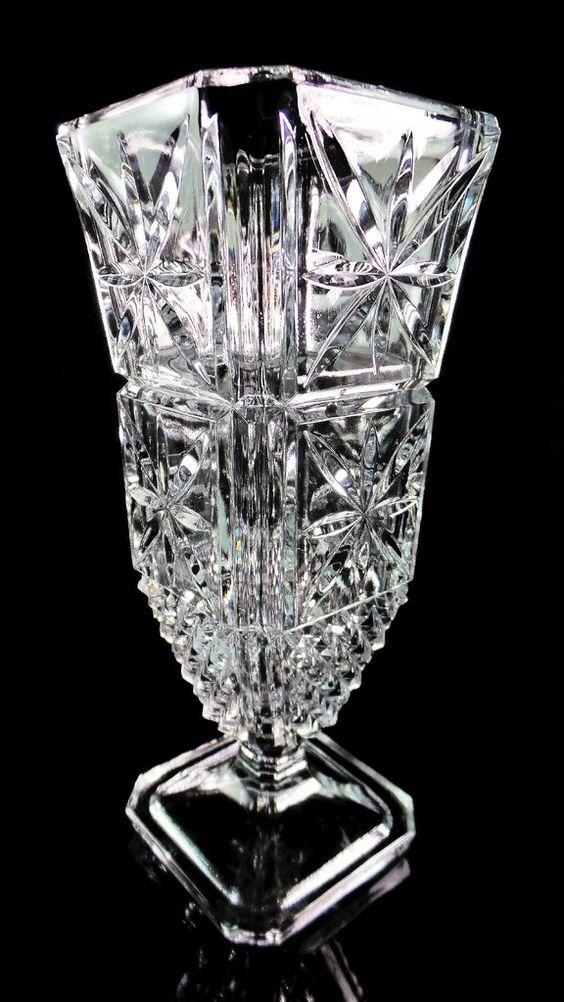 Magnífico Vaso com Pedestal em Cristal Francês Estilo Clássico.