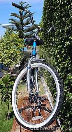 Foto de Stock: Bicicleta fêmea. Imagem: 10626620