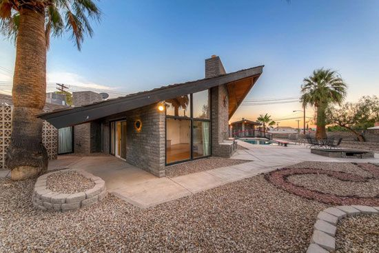 On The Market 1960s Frank Lloyd Wright Designed Property In Boulder City Nevada Usa Wowhaus Frank Lloyd Wright Homes Usonian House Boulder City