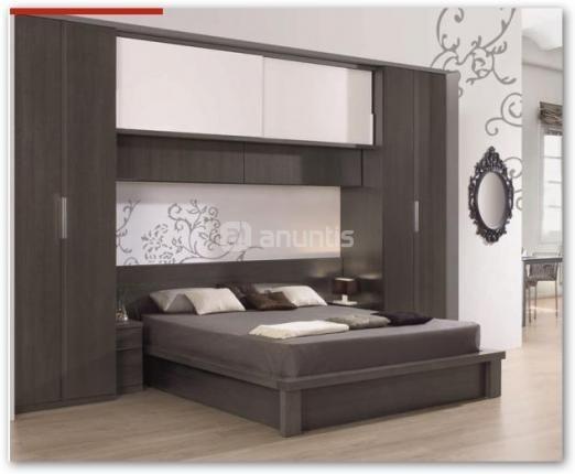 Dormitorio puente de matrimonio que aligera la vista del for Recamaras modernas con closet