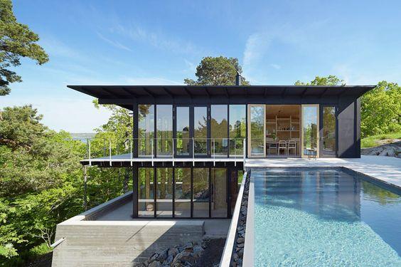 Maison design avec piscine de Andreas Martin-Löf - Visit the website to see all pictures http://www.amenagementdesign.com/architecture/maison-design-piscine-andreasmartin-lof/