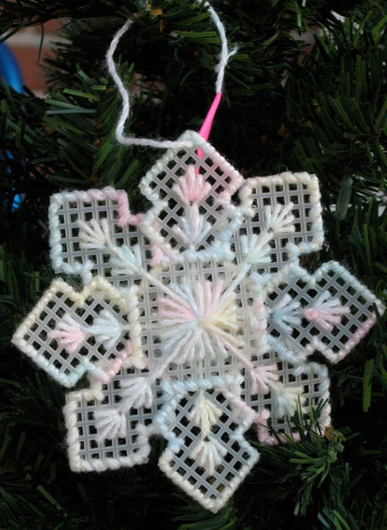 Plastic canvas snowflakes and plastic on pinterest for Plastic canvas crafts for kids