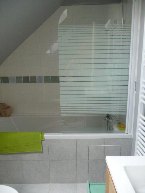 Salle de bain de l'étage, avec sa baignoire