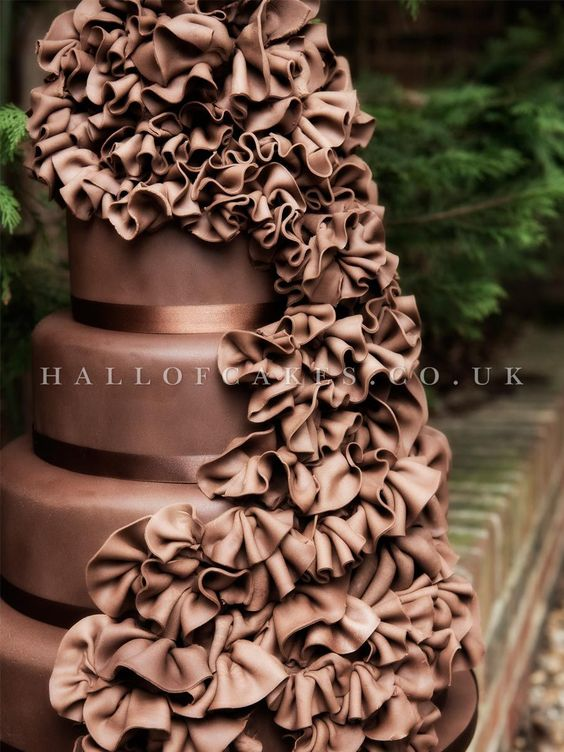 not typical white cake but this is sooo cool and perfect for a fall wedding with choc brown accents. or the choc loving bride.: