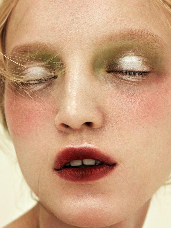 Stained Lips กับอายแชโดว์สีทอง