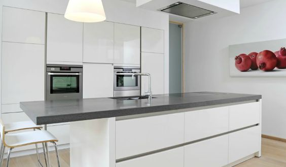 Witte keuken met grijs natuurstenen werkblad huis pinterest met - Witte keuken met zwart werkblad ...