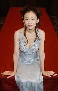 シルバードレスの松雪泰子