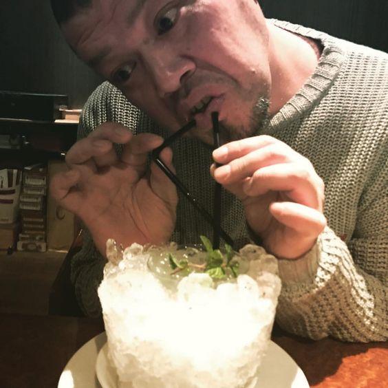 福岡のバーにいるくっきー