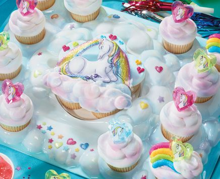 Loving this unicorn and hearts cupcake party platter. Can't you picture a dozen little girls squealing with delight?