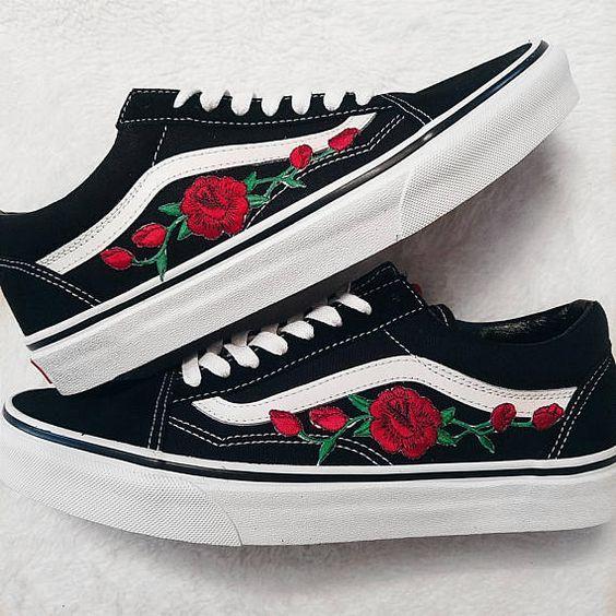 Rose Knospen Rot Blk Unisex Custom Rose Bestickt Patch Vans Old Skool Sneakers Herren Und Damen Grosse Erhal Vans Old Skool Vans Old Skool Sneaker Vans Sneakers