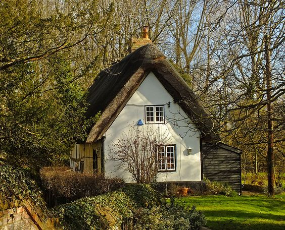 England cottages and ems on pinterest - The thatched cottage ...