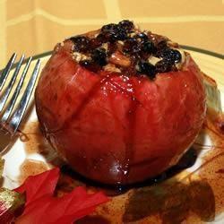 Manzanas asadas con avellanas, miel y pasas de uva