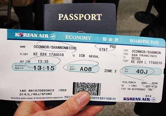Vé máy bay và Visa đầy đủ sẽ là bước đệm chắc chắn cho chuyến du lịch của bạn