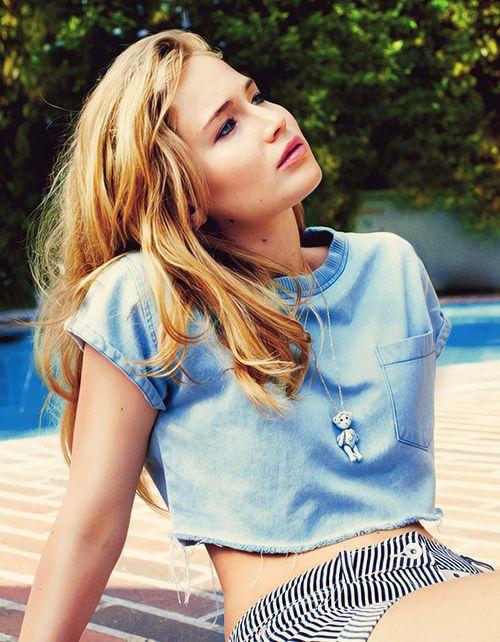 Jennifer Lawrence just hanging around in a blue denim crop top #stylesaint #jlaw