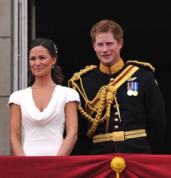 Pin for Later: Prinz Harry hat sich ganz schön gemausert  Der Trauzeuge scherzte mit Kate's Schwester Pippa Middleton bei der Hochzeit seines Bruders im April 2011.