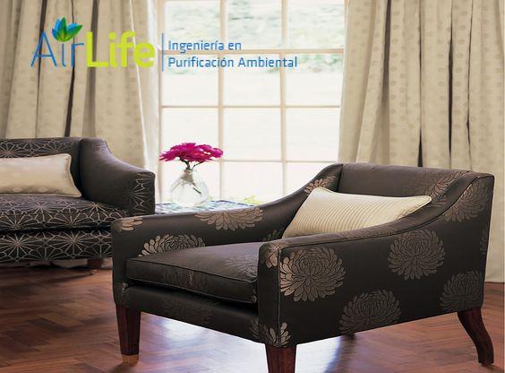 Airlife te dice que los muebles constituidos, o revestidos de plástico, así como los tejidos, cortinas y ropa sintéticos son otra fuente de ionización positiva. Debería usarse solamente lana o algodón. http://airlifeservice.com/
