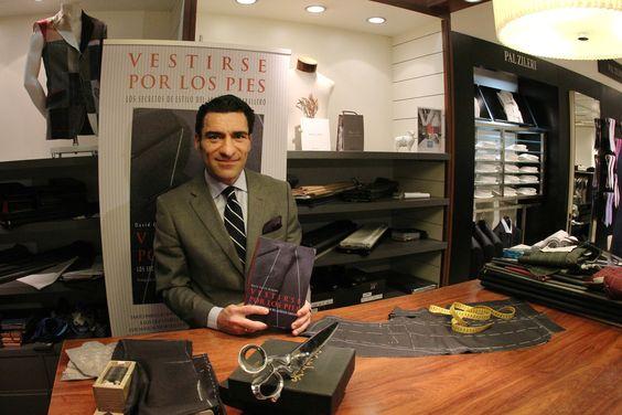 """David García Bragado, autor del libro """"Vestirse por los pies"""""""
