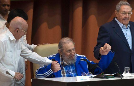 Fidel Castro (rechts sein Bruder Raul, at 89 yrs old