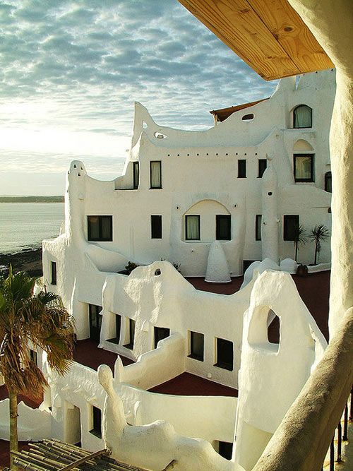 Mediterranean Architecture along the coast. Algunos de los videos mostró edificios, casas y tiendas como este.