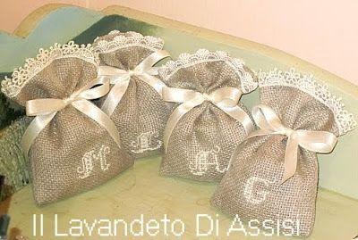 Sacchetto lavanda in lino color iuta con merletto cifre per bomboniere