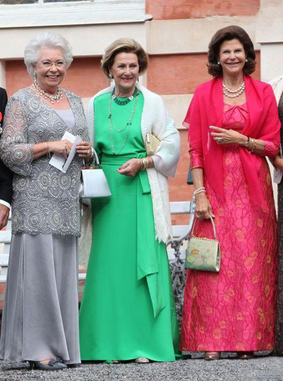 La princies Cristina de Suecia, la reina Sonia de Noruega y la reina Sofia de Suecia en la boda del señor Gustaf Magnuson, hijo de la princesa Cristina de Suecia, con la señorita Vicky Andren el 31 de Agosto de 2013.