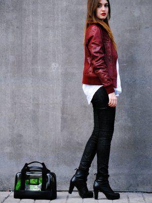 Nightnonstop Outfit Casual Urbano Chic Primavera 2012. Combinar Abrigo Rojo Granate Stradivarius ...