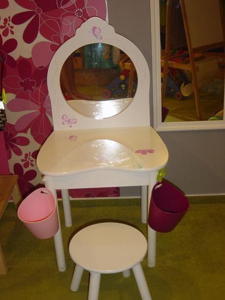 Kosmetický stolek s židlí - dřevěný,