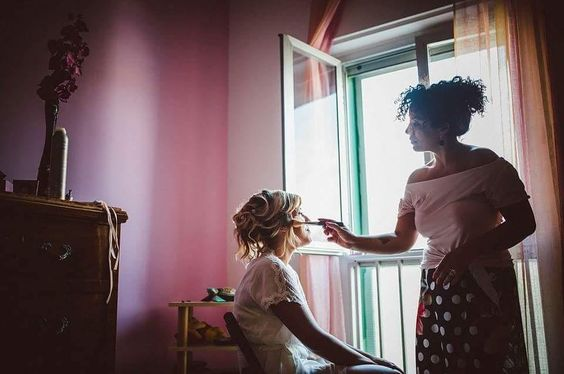 #BeyoutyBride Teresa  La luce naturale è sempre la migliore per notare ogni dettaglio e ammirare ogni colore.  I lineamenti delle Bride risaltano e i loro occhi di gioia splendono ancor di più.  Lei è la mia Beyouty Bride Teresa semplicità di un rossetto rosso e un ciuffo biondo deciso.   www.beyouty.me #beyouty #wedding #LookMaker #salerno #ig_salerno #vivasalerno #salerno_lacitta #amalficoast #makeupartist #weddingmakeup #looktherapy #fashion #style @terry_84 #look #MakeUp #hair…