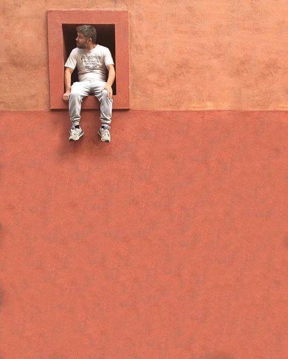 """oyebanano: """"Cierra tus ojos y encontrarás el camino afuera de la obscuridad!  Close your eyes and you will find The passage out of the dark!   Calle Doctor Ignacio Hernández Macías San Miguel de Allende de Gto. Mx 160416  #loves_vscolifestyle #VSCOcam #beginnersMx #LiBe_mnm #mexicourbano #minimalism #ihaveathingforwalls #architecture #loves_mexico #archdaily #vsco #mexicanoscreativos #walls_pcmx #minimal #minimalist #minimalistic #minimalove #tv_strideby #minimalhunter #minimalistics…"""