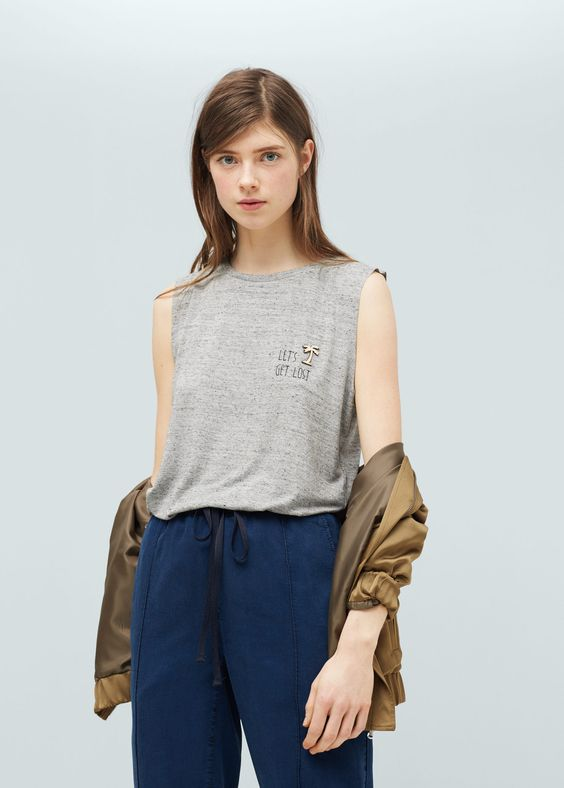 Camiseta apliques decorativos - Camisetas de Mujer | MANGO España