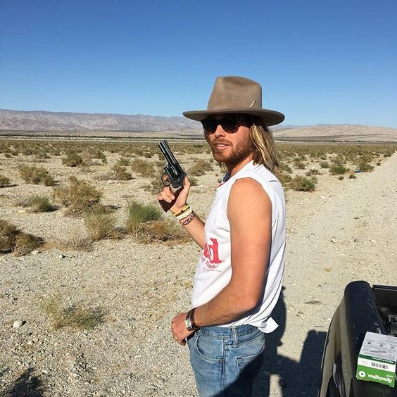 Desert mobbing 💥🔫 with #nickyP aka the man without an insta... #nickfouquet 🌴 ready for guns and roses🌹
