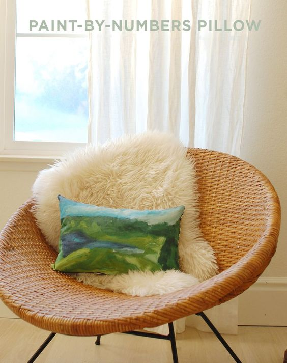 Paint-by-numbers Pillow DIY