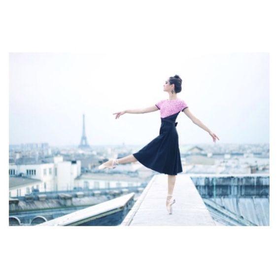 """Mathilde Froustey @lapetitefrench_ du @sfballet est notre #ballerinaoftheweek parce qu'on l'adore dans le film de Charles Redon """"In California"""" (allez voir le trailer sur vimeo).✯ Ballet beautie, sur les pointes ! ✯"""