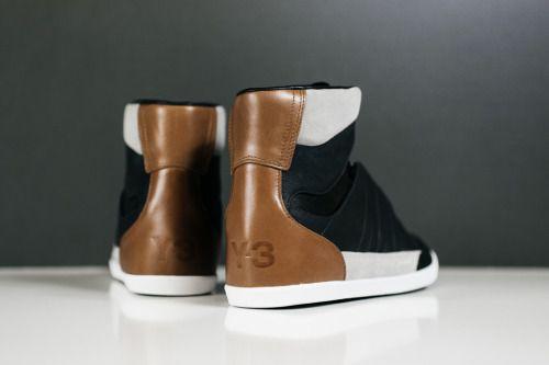 Y-3 Honja Salut.  (via Y-3 Honja Salut Disponible maintenant | Feature Sneaker Boutique)