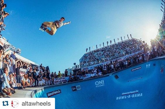 Pedro Barros - 8 1/2 feet at the highest air contest photo:@deantirkot - Quase 3 metros de altura na disputa do big air!