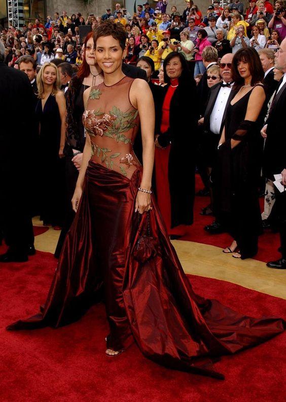 Los vestidos mas memorables de los Oscar, Halle Berry, 2002.