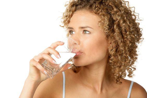 Het effect van water drinken op de nuchtere maag